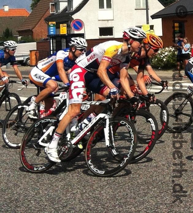 Post Danmark rundt 2013  Ja, det er Lars Bak som er på billedet. Han ender som nummer 2 samlet i løbet. Kun 6 sekunder fra sejren.